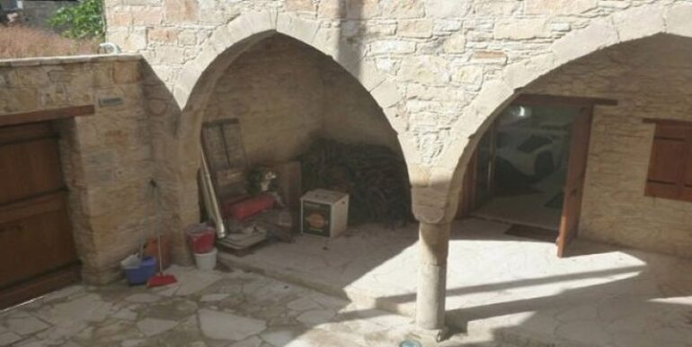 vouni-property-for-sale-courtyard
